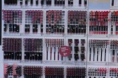 IJmuiden Nederländerna, Juli 4th 2018: olika kosmetiska produkter Royaltyfria Bilder