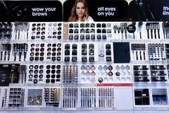 IJmuiden Nederländerna, Juli 4th 2018: olika kosmetiska produkter Arkivbilder