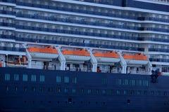 IJmuiden, os Países Baixos - 5 de junho de 2017: Rainha Victoria, Cunard, canoas de salvação Foto de Stock