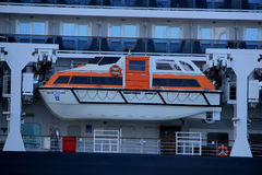 IJmuiden, Paesi Bassi - 5 giugno 2017: Regina Victoria, Cunard, lance di salvataggio Fotografia Stock Libera da Diritti