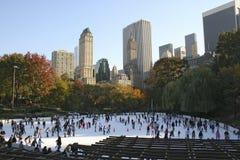 Ijs dat in centraal park schaatst royalty-vrije stock afbeelding