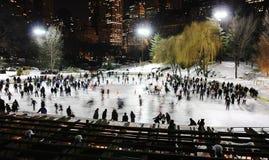 Ijs dat in Central Park schaatst Stock Afbeeldingen