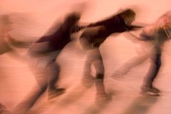 Ijs dat op het dansen schaatst Stock Fotografie