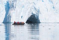 Ijs die in Antarctica kruisen Stock Afbeelding