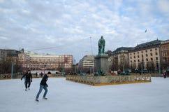 Ijs die in de stad van Stockholm, Zweden schaatsen Royalty-vrije Stock Fotografie