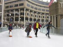 Ijs die in Januari schaatsen Stock Foto's
