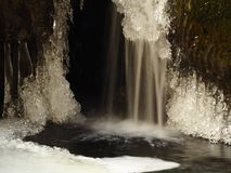 Ijs en waterval royalty-vrije stock afbeeldingen