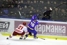 Ijs-hockey spel de Oekraïne versus Polen Stock Foto
