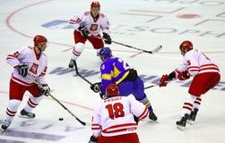 Ijs-hockey spel de Oekraïne versus Polen Stock Fotografie