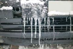 Ijs op de auto in de winter, bevroren auto royalty-vrije stock afbeelding