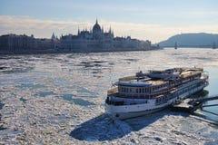 Ijs op de Donau stock afbeelding