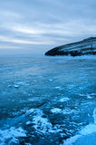 Ijs op de oppervlakte van Meer Baikal Stock Foto