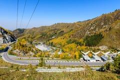 Ijs-schaatsende piste in de bergen, Kazachstan stock foto's