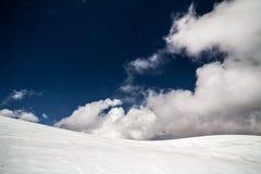 Ijs, sneeuw, hemel en bergen in Pamir Royalty-vrije Stock Afbeeldingen