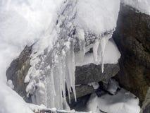 Ijs Stalactities op de bovenkant van de Aiguille du Midi -berg stock foto's