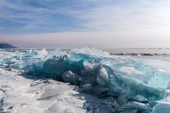 Ijsbarst bij de het meerkust van Baikal Royalty-vrije Stock Foto