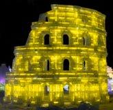 Ijsbeeldhouwwerk van Coliseum bij de het Ijs en de Sneeuwwereld van Harbin in Harbin China Stock Foto