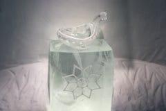 Ijsbeeldhouwwerken in icehotel Stock Fotografie