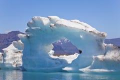 Ijsberg die op Jokulsarlon Lagune, IJsland drijft Royalty-vrije Stock Foto