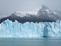 Ijsberg die op meer Perito Moreno Glacier drijft Stock Fotografie