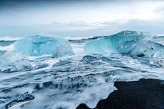 Ijsberg in ijslagune - Jokulsarlon, IJsland Royalty-vrije Stock Foto's