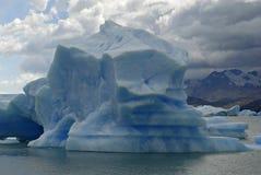 Ijsberg in meer Argentino dichtbij gletsjer Upsala. Stock Fotografie