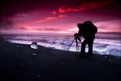 Ijsberg op ijzig de lagunestrand van Jokulsarlon stock foto