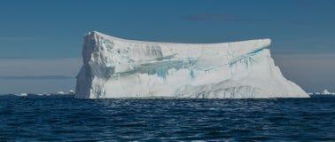Ijsberg van de kust van Antarctica royalty-vrije stock foto