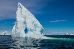 Ijsberg van de kust van Antarctica stock afbeelding