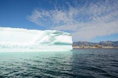 Ijsbergen die in de Atlantische Oceaan, Groenland drijven stock afbeelding