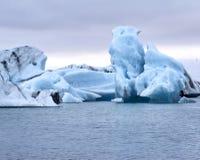 Ijsbergen die in Jokulsarlon, IJsland drijven Royalty-vrije Stock Foto