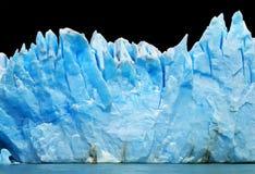 Ijsbergen die op zwarte worden geïsoleerdw Royalty-vrije Stock Foto's