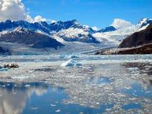 Ijsbergen en ijsschollen in het geluid van prinswilliam Stock Foto's