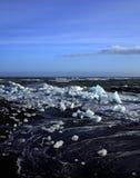 Ijsbergen en ruwe overzees Royalty-vrije Stock Afbeeldingen