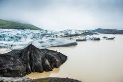 Ijsbergen in ijzige lagune Stock Fotografie