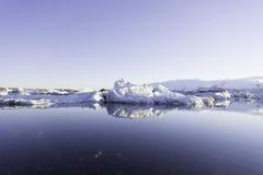 Ijsbergen in Jokulsarlon-gletsjermeer Stock Afbeelding
