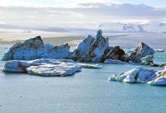Ijsbergen in Jokulsarlon-lagune Royalty-vrije Stock Afbeeldingen