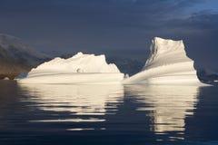 Ijsbergen - Scoresbysund - Groenland Stock Afbeelding
