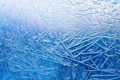 Ijsbloemen op het bevroren vensterglas patroon en geweven lijnen Stock Fotografie