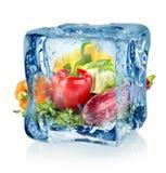 Ijsblokje en groenten stock afbeeldingen