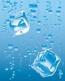 Ijsblokje in glas Stock Foto's
