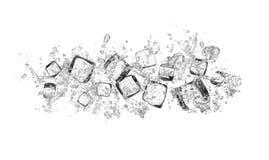 Ijsblokjes met waterplonsen op witte achtergrond Royalty-vrije Stock Foto's
