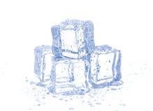 Ijsblokjes op wit worden geïsoleerd dat Royalty-vrije Stock Afbeelding