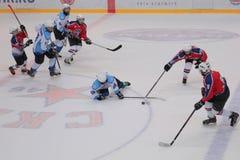 Ijshockeygelijke Bobrov versus Piter stock fotografie