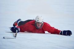 Ijshockeyspeler in actie Royalty-vrije Stock Afbeeldingen