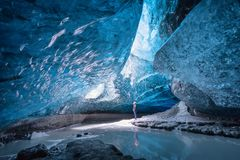 Ijshol in Vatnajokull, IJsland royalty-vrije stock foto