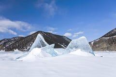 Ijsijsschollen op Baikal Stock Afbeeldingen
