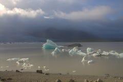 Ijsijsschollen op de de gletsjerlagune van meerfjallsarlon Royalty-vrije Stock Afbeelding