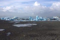 Ijsijsschollen op de de gletsjerlagune van meerjolulsarlon Royalty-vrije Stock Afbeelding