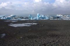 Ijsijsschollen op de lagune van de meer jokullsarlon gletsjer Royalty-vrije Stock Afbeelding